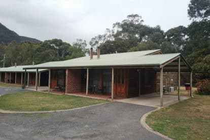 Halls Gap Log Cabins-01